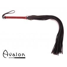 Avalon - BALIN - Lang sort og rød flogger med nagler på håndtaket